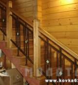 Витражи с коваными и деревянными элементами